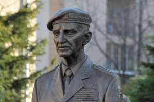 pomnik-generala-sedlacka-02